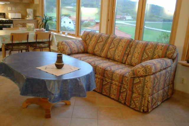 Vana pehme mööbli süvapesu enne kasutusele võtmist on oluline