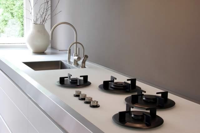 Pilt4-i-Cooking gaasipõletid ja induktsioonplaadid pannakse tööpinna sisse