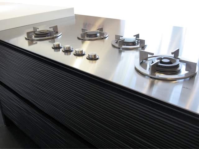 Pilt11-i-Cooking gaasipõletid ja induktsioonplaadid pannakse tööpinna sisse