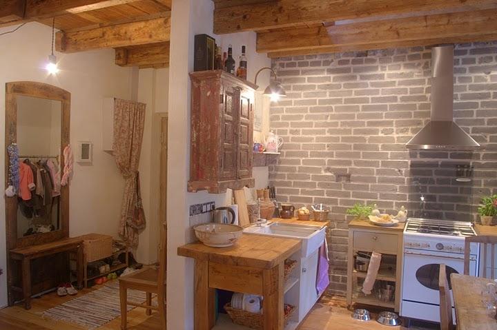 Esik ja köök taaskasutatud mööblist soodsa eelarvega