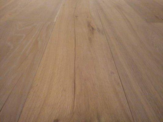 Talvine kuiv õhk lõhub puitpõrandaid ja mööblit