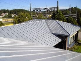 Aegumatu titaantsingist katus
