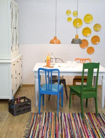 Värvikat aktsenti maakodu stiilis kööki