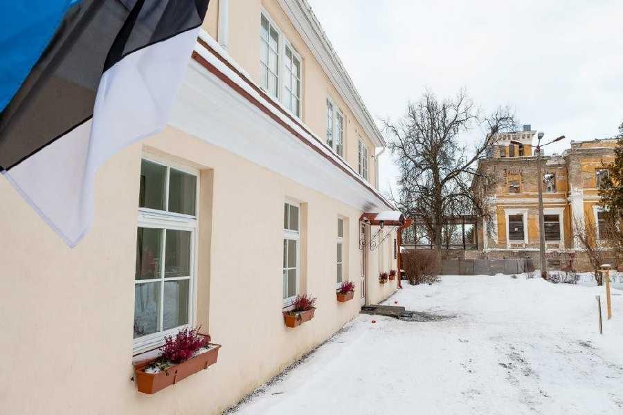 Evelin Ilves külastas Aasta kodu 2012 tiitli võitnud perekond Tiirikute kodu Murastes
