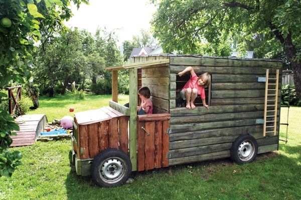 Vägev mänguautokujuline aiamaja kaksikutele poistele