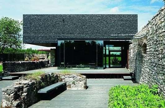 Parima arhitektuuriga on Emil Urbeli projekteeritud Kukemõisa eramu Järvamaal