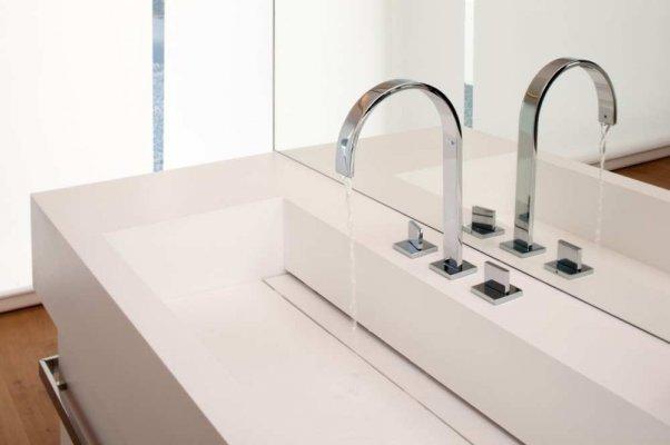 Pilt 4 - Hi-Macs kunstkivist vannitoa valamu-tööpind.