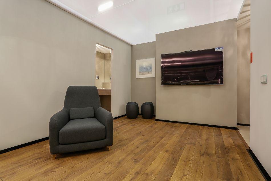Elutuba: põrnad Finefloors; TV Intratrans; seinte värv Lakore, tugitool Borg