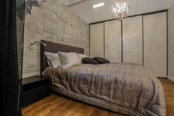 Pilt 8 - Magamistuba: garderoob L-Uks, seinavalgustid Hektor Light; magamistoa sfäärlühter laes, põrandavalgusti, voodikate, 2 tumedat ilupatja Laura Ashley