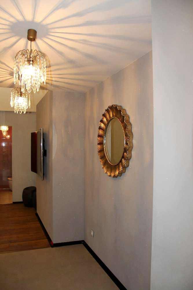 Esik: peegel ja valgustid laura Ashley; põrand Interno; seinte värv Lacore