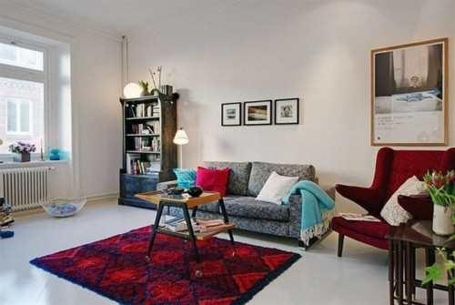 Kuuekümnendate disainimoe uut tulemist on märgata mööblisalongidesse jõudnud tolle ajastu iseloomuga, ent pisut kaasajastatud mööbli järgi.