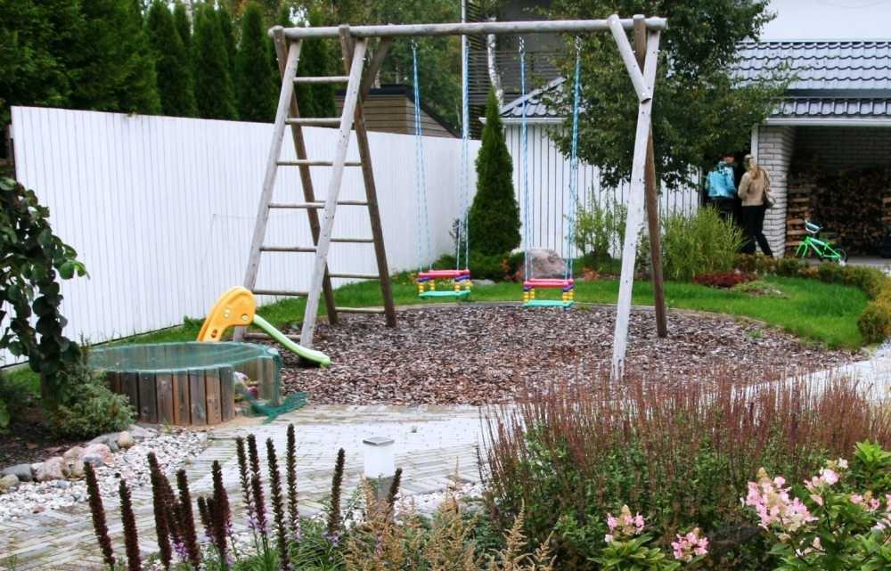 Grilliala lähedal on ka lastenurk, et vanematel oleks mugav poole silmaga mängu jälgida.