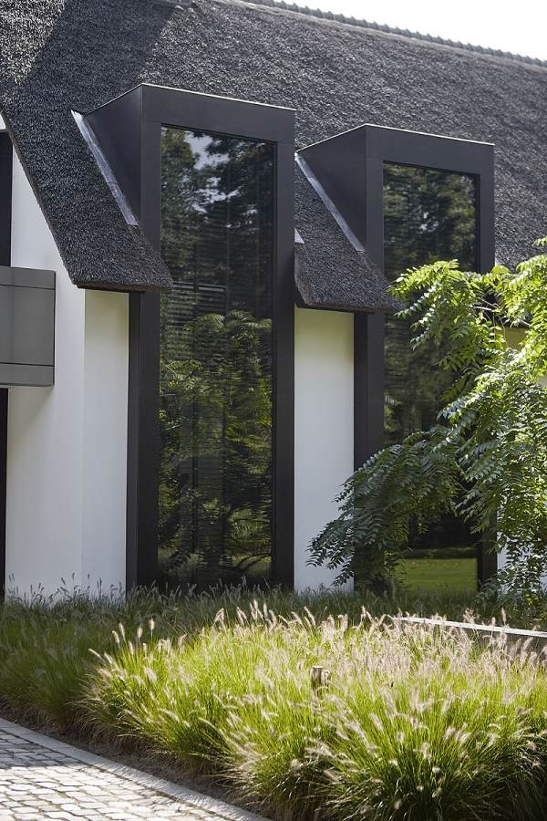 Pilt21-Pisidetailideni läbimõeldud modernne interjöör ja õueruum