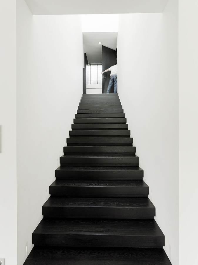 Pilt3-Pisidetailideni läbimõeldud modernne interjöör ja õueruum