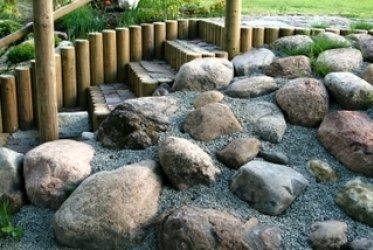 Kuidas rajada aiakujundust künklikule pinnasele?