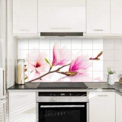 Pilt 3 - Veekidel keelbis köögi tasapinna plaaditud seina peal.