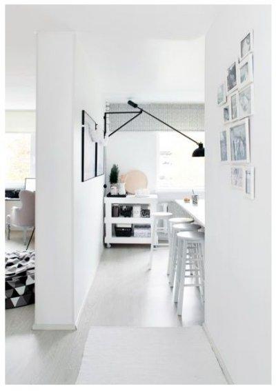 Pilt 9 - Köök ja elutuba on üksteisest seinaga eraldatud. Ruumikas eraldiseisev köök võimaldab Annal segamatult õmblustööd teha.