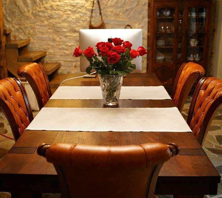 Maitsekas vanalinna kodu köök-kontor: klassikaline ja modernne koos