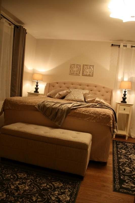 Sisekujundaja Monika Kaska kujundatud mõnusalt soe magamistuba Viljandis