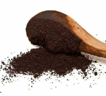 Kohvipaks – Kohvi tegemisel kannu põhja jäänud hea kraam sobib happelist mulda armastavatele taimedele, nagu tomatid, mustikad, roosid, asalead ja paljud puuviljapuud.