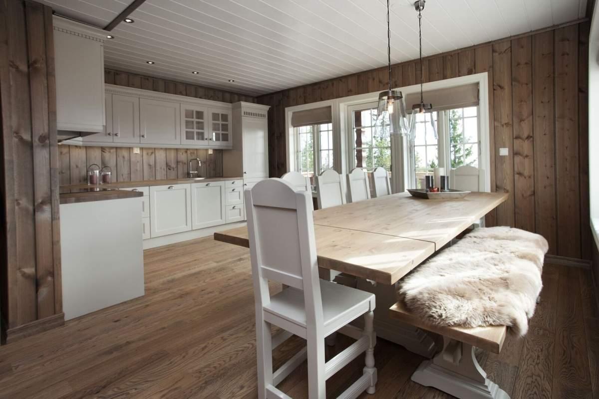 Pilt3-Puitu ei saa põhjamaalase kodus kunagi olla liiga palju - pere puhkemaja Norra mägedes