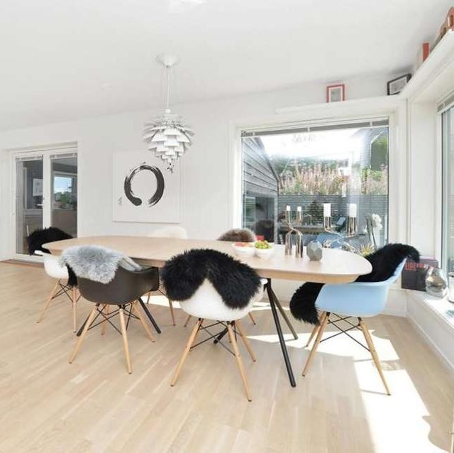 Laud on valminud Baldesidesigni sisekujundajate ja eritellimusmööbli valmistaja Wuudla koostööna.