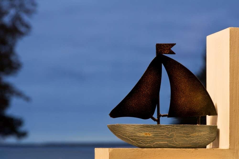 Stiilne merest ja loodusest inspireeritud puhkemaja Kesselaiul