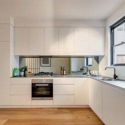 Pilt 10 - Peegl köögis tasapinna kohal tagaseinas