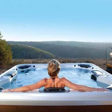 Villeroy & Bochi Design, Premium ja Comfort sarja Spa basseinid ühendavad uuendusliku tehnoloogia silmapaistva disainiga ja tippkvaliteedi maksimaalse mugavusega.