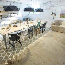 Viimsi keraamikastuudiot ilmestab originaalne šablooniga põrandale värvitud vaip