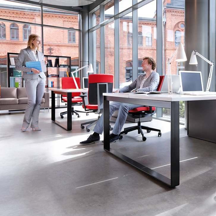 Istuja kehaga kohanduv töötool Xenon