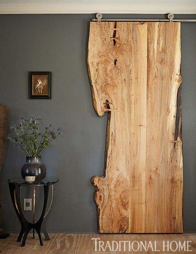 Pilt 2 - Rullikutel vanast väärikast puidust lükanduks lisab ruumile ütlemata palju omapära.