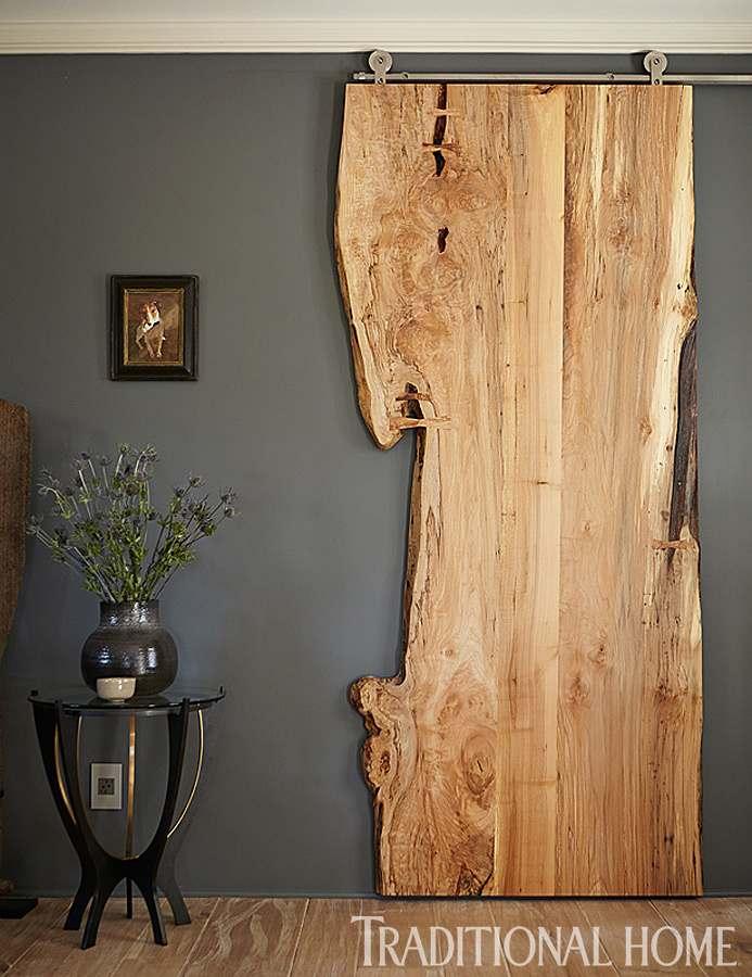 Rullikutel vanast väärikast puidust lükanduks lisab ruumile ütlemata palju omapära.