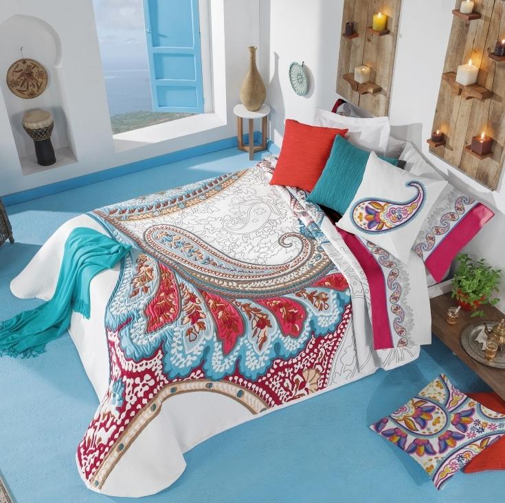 Suvine meeleolu voodikattega