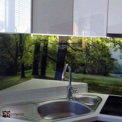 LED-iga fotoklaas annab suurepärase võimaluse muuta köök eriliseks