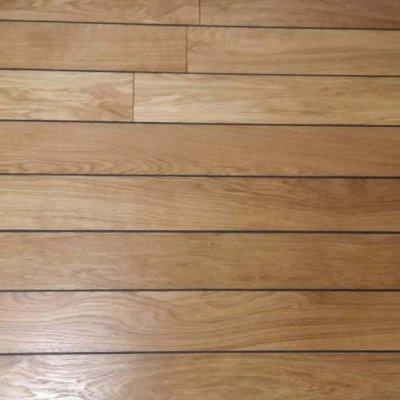 UUS lahendus puitpõrandate viimistluseks – ÕLILAKK (foto: vannitoa põrand)