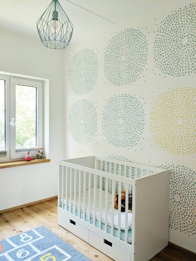 Pilt 7 - Beebitoa seina värvimine šablooniga - foto Mikk Tallinnast