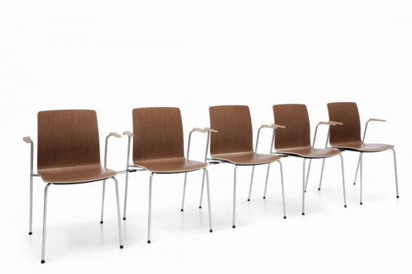 Pilt 6 - COM (Profirm) - mitmeotstarbeline kontoritool disainiti spetsiaalselt mitmekülgseks ja mugavaks. Lihtne üheosaline vineerist iste ja seljatugi on saadaval kolmes erinevas disainis ja mitme puit ning H