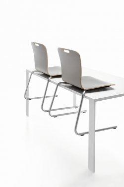 Pilt 8 - COM (Profirm) - mitmeotstarbeline kontoritool disainiti spetsiaalselt mitmekülgseks ja mugavaks. Lihtne üheosaline vineerist iste ja seljatugi on saadaval kolmes erinevas disainis ja mitme puit ning H