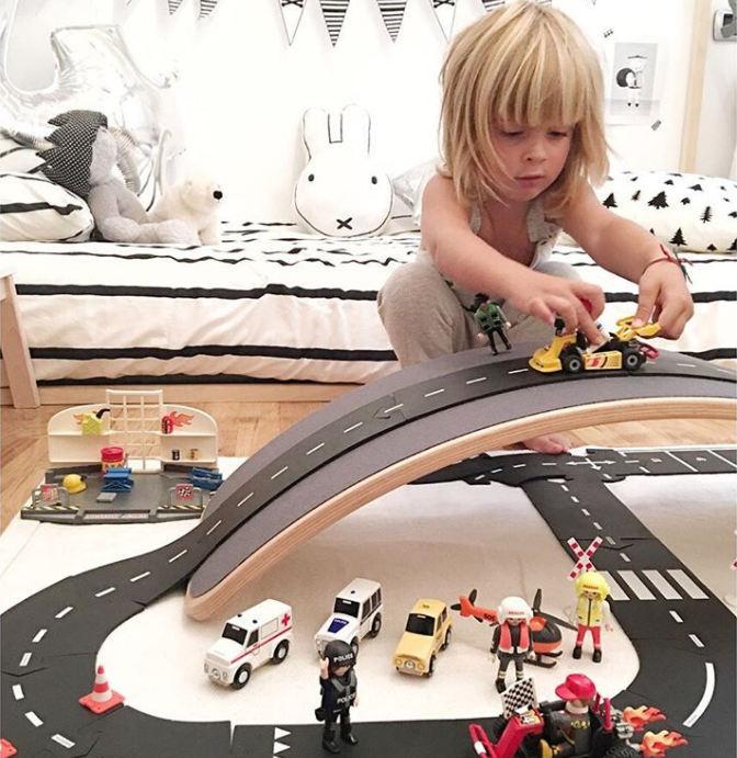 Waytoplayga saad ise ehitada just sellise autoraja nagu soovid. Paindlikud teelõigud lasevad rada ehitada üle kõiksugu pindade. Kidsstore mänguasjapood.