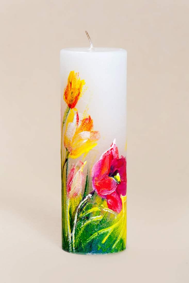 Miks mitte tulpidega küünal lauale lillevaasi asemel?