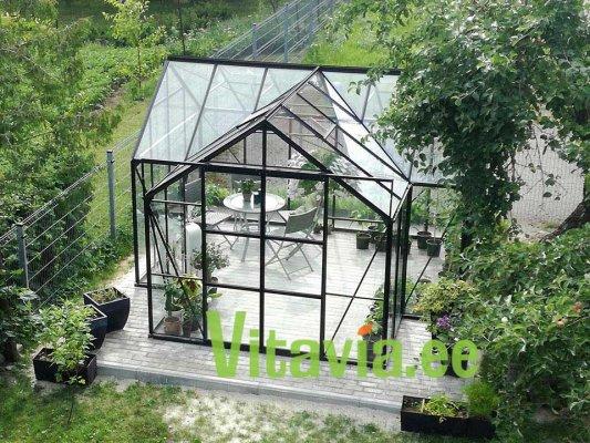 Pilt 4 - Vitavia Sirius klaasmaja on üheaegselt nii puhkemaja, kasvuhoone, aiapaviljon, aiamaja, suvemaja, talveae, puhketuba või kuidas iganes seda veel nimetada saab.