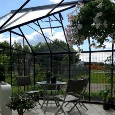 Klaasist aiamaja - kaks ühes puhkemaja ja kasvuhoone
