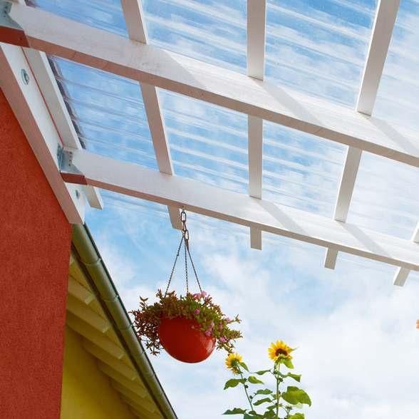 Läbipaistvad laineprofiiliga katusplaadid - hea lahendus terrassi ja auto varjualuse varikatuseks