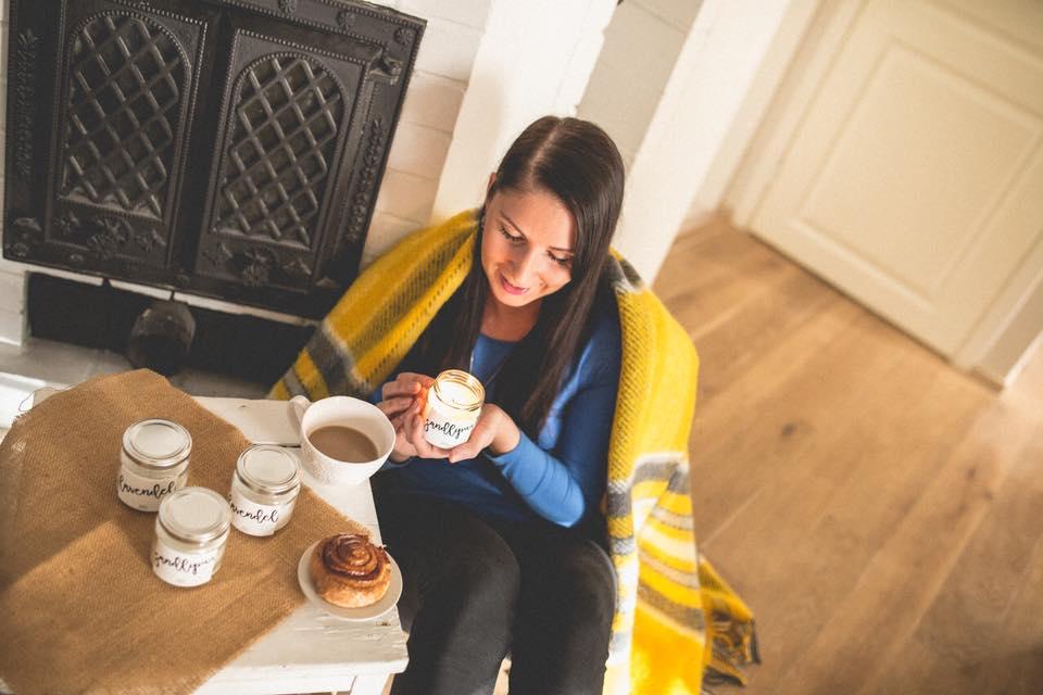 Sügis-talvisel hommikul pole midagi ilusamat kui täita tuba küünlavalgusega ja nautida hommikukohvi.