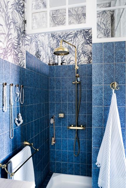 Damixa Tradition uuenduslik klassikalise disainiga poleeritud messingist dushikomplekt, millel on kõik kaasaegse dushi võimalused.