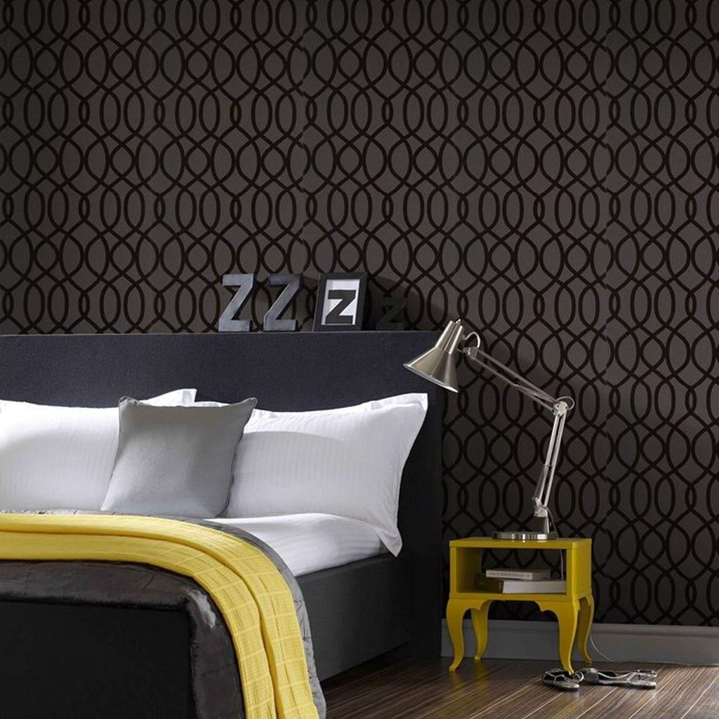 Sametja musta ja kollas koosmäng magamistoas mõjub helgelt ja luksuslikult!