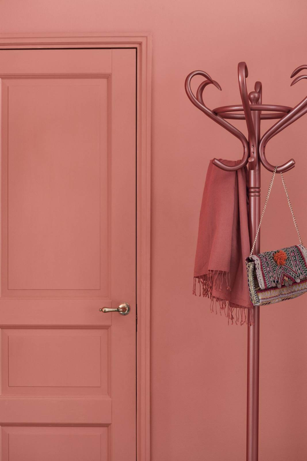 Flamingoe hk K319 on roosakas-oranž julge ja üdini positiivne värvitoon.
