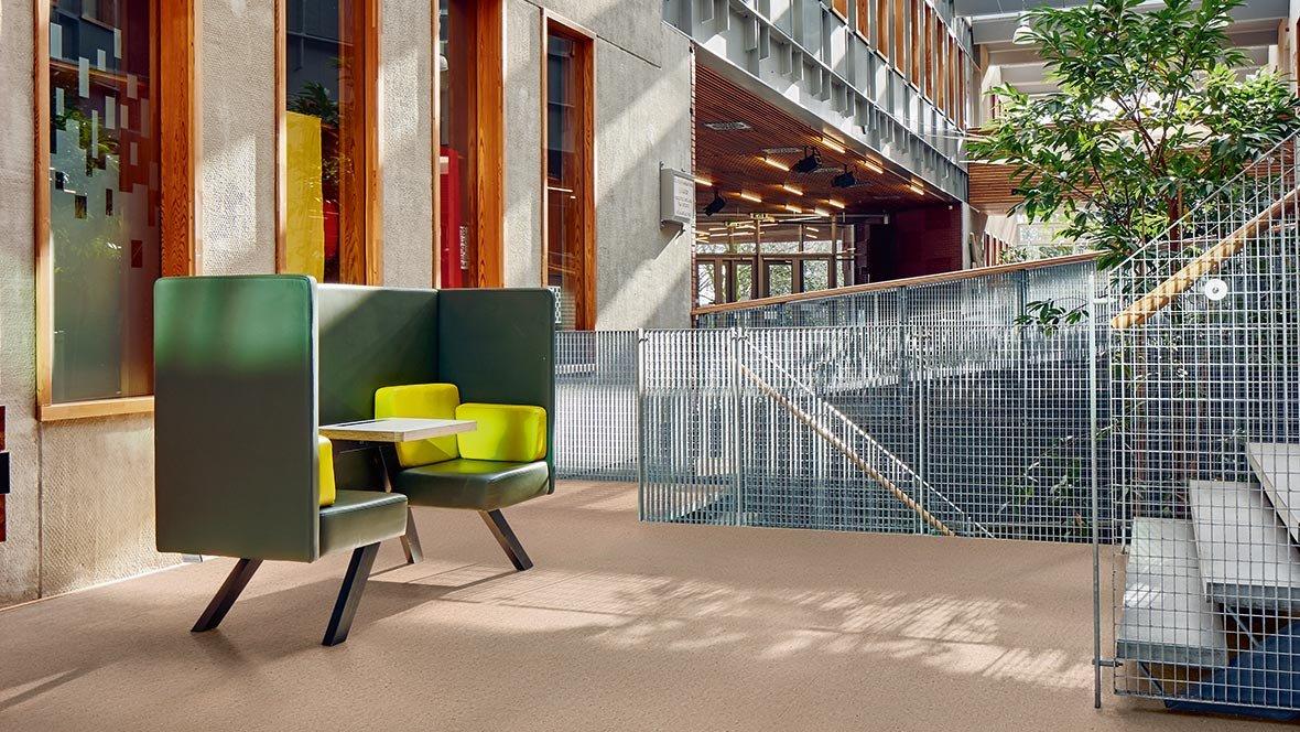 Loodusest inspireeritud naturaalne põrandakate - Marmoleum Marbled