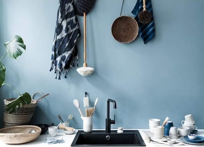 Matt must segisti on modernselt minimalislik ja loob oma tumeda olemusega täiusliku kontrasti vannituppa ja kööki.